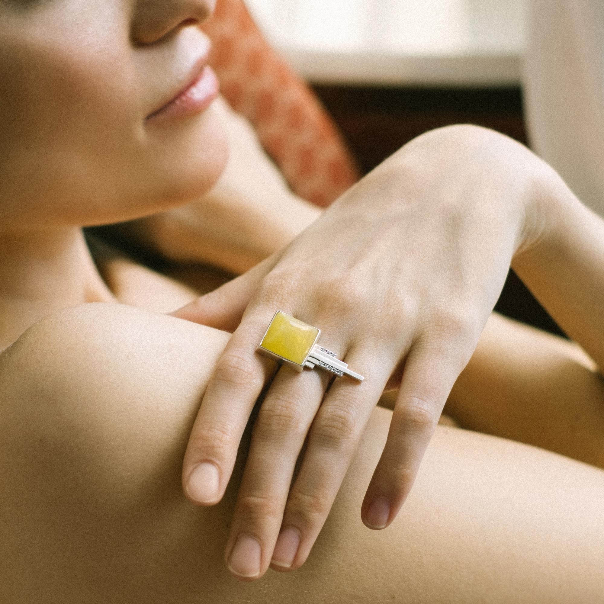 Серебряное ар-деко кольцо с янтарём