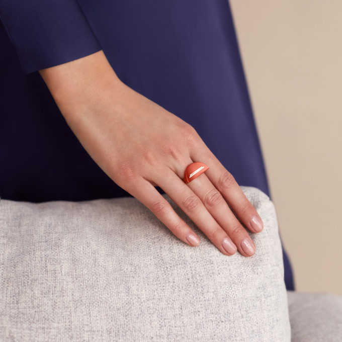 Кольцо Una из золота с ониксом